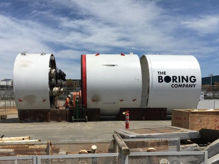 Elon Musk, harto del tráfico, crea un trineo eléctrico subterráneo