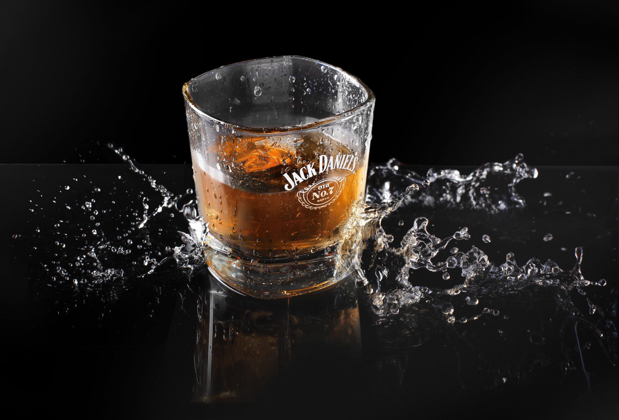 Añadir agua al whisky intensifica el sabor