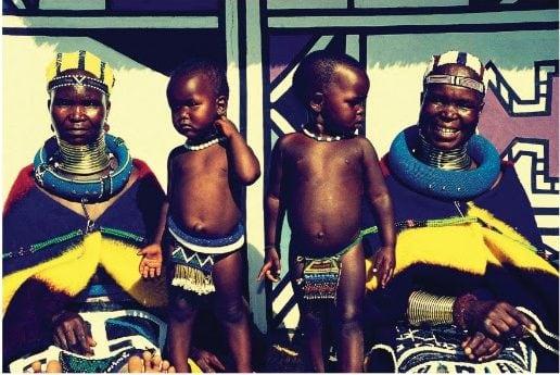 Baobab y la tribu Ndebele hacen un homenaje a la mujer