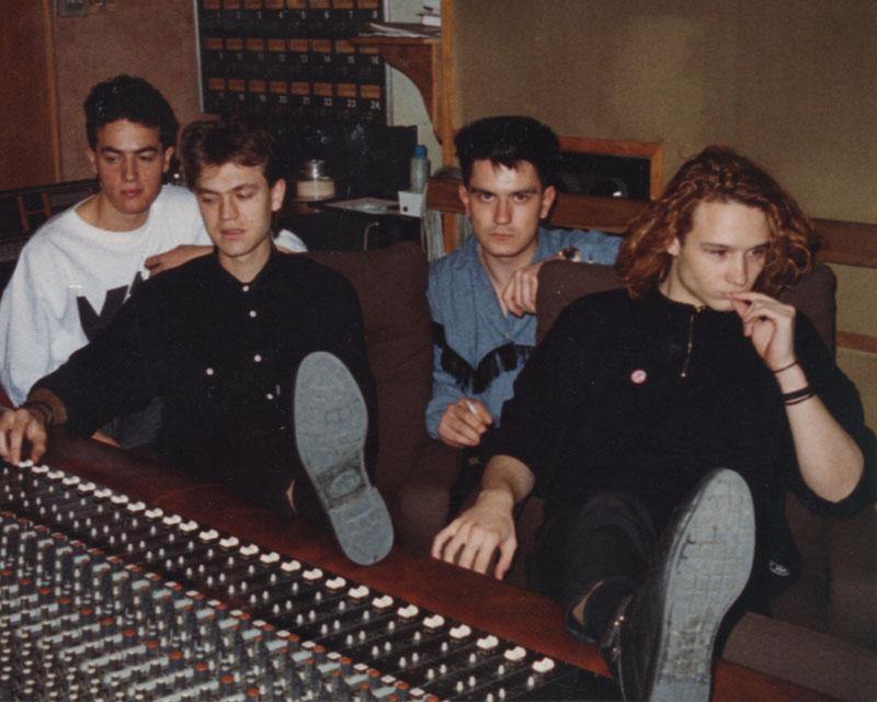 Héroes: Silencio y Rock&Roll: Héroes del Silencio en el estudio de grabación.