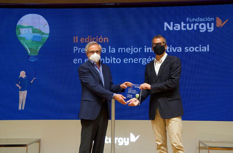 Nacho Sequeira (Fundación Exit) recogiendo el premio de Fundación Naturgy.